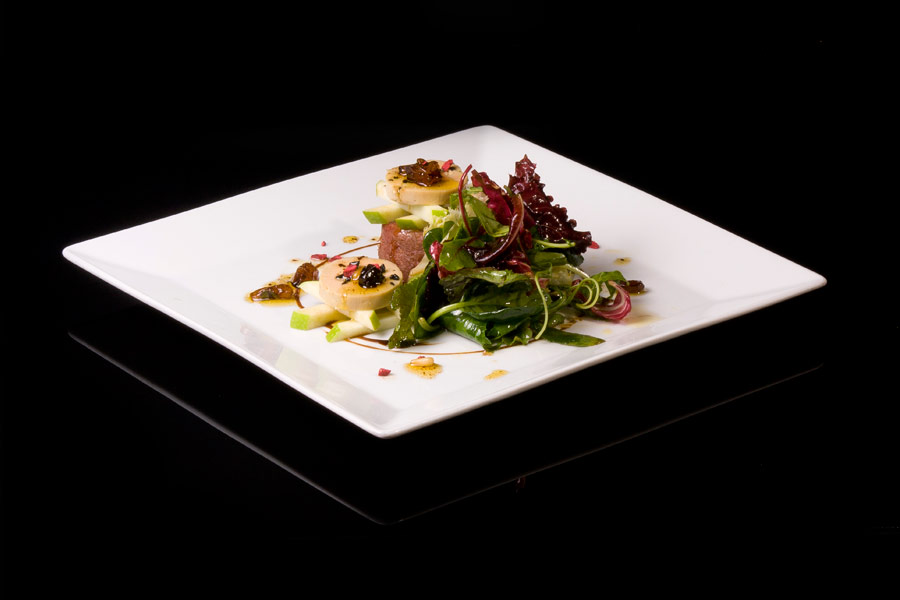 Duck salad with foie-gras and fresh fruit vinaigrette
